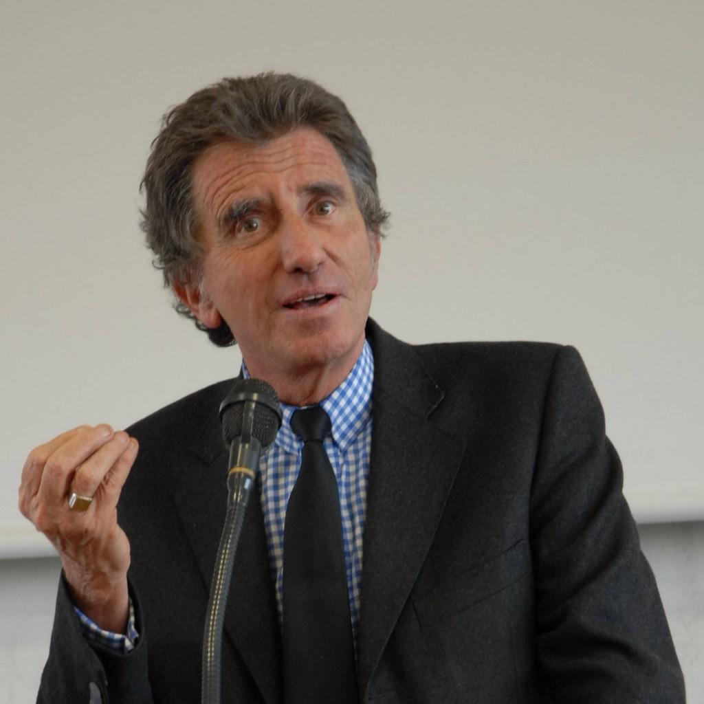 """Jack Lang, Ministro da Cultura da França, introduziu a """"Lei do Preço Fixo"""""""